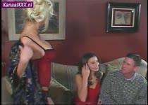Jong stel krijgt sex les van een porno ster