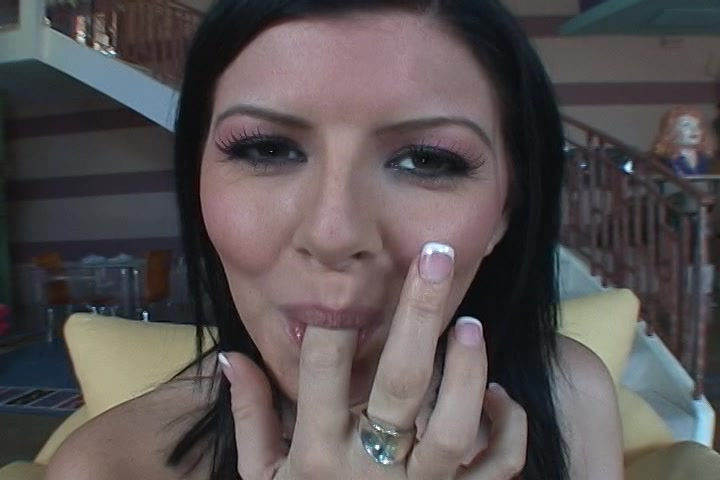 Kijk hoe ze haar vingers af likt na het mastuberen