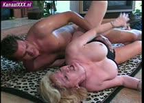 Oud wijven kut kan nog steeds spuiten tijdens mature sex.