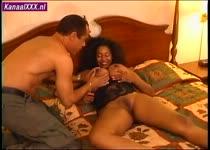 Een geile Ebony met een zeik natte kut en hele grote borsten