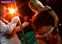 De lesbo paal danseres probeerd haar leerling te verleiden