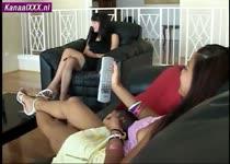 Een trio met twee spuitende bisex meiden