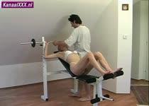 Nymfo naar haar training in lingerie