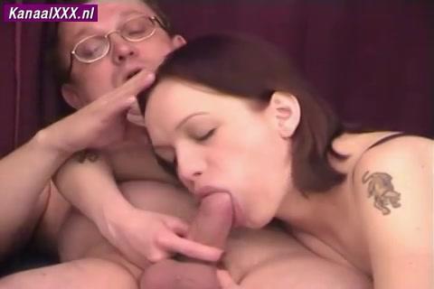 De hoer pijpt laat haar kut beffen en neuken en vol sperma spuiten