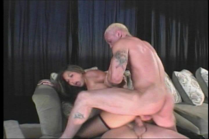 In deze trio sex pijpt en krijgt ze een dubbel penetratie