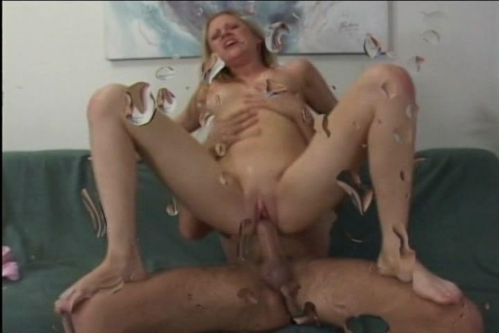 Meerdere keren tijdens het neuken krijgt ze een spuitend orgasme