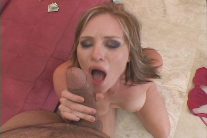 Dit meisje word helemaal suf geneukt en haar gezicht krijgt een sperma douche