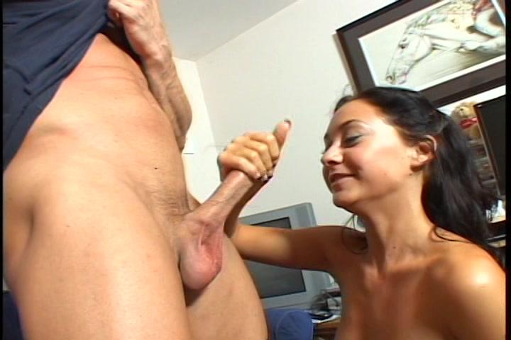 Gepijpt worden haar neuken en de sperma in haar mond spuiten