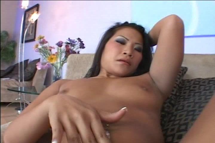 Ze likt haar vingers nadat ze en orgasme heeft gekregen