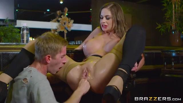 De anus met de vuist en grote lul neuken