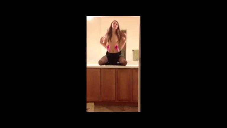 Sexy webcam babe  wipt op dildo
