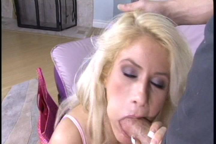 Zes lullen lossen sperma op haar gezicht